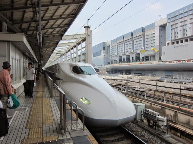 Tàu siêu tốc Shinkansen Mizuho trong thực tế
