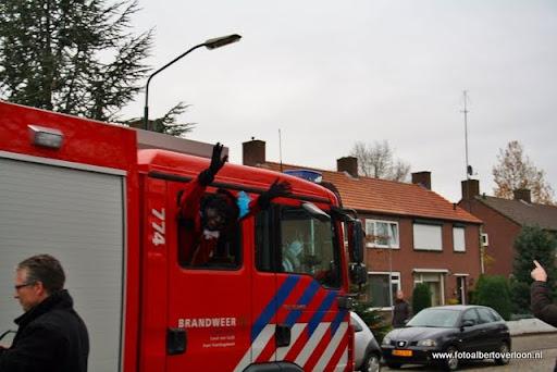 Sinterklaas komt aan bij Josefschool overloon 02-12-2011 (4).JPG