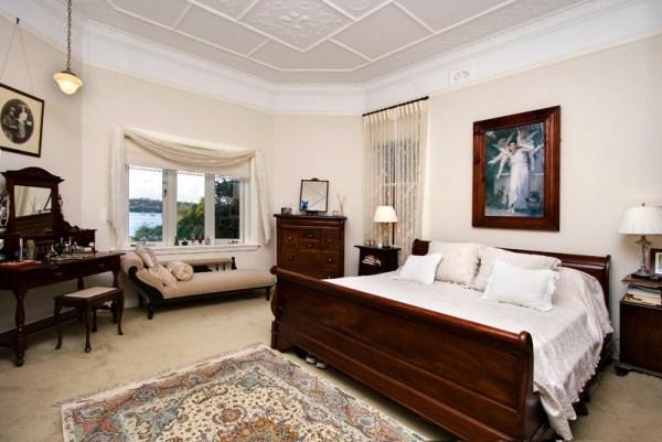 Plaster ceiling has Australian motifs