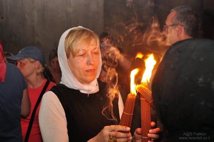 Схождение святого благодатного огня в Храме Гроба Господня в Иерусалиме.  Экскурсия Иерусалим Христианский. Гид в Иерусалиме Светлана Фиалкова.