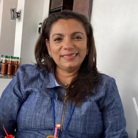 Gloria Urquilla Photo 3