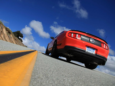 Ford-Mustang_Boss_302_2012_1600x1200_Rear_Angle_01