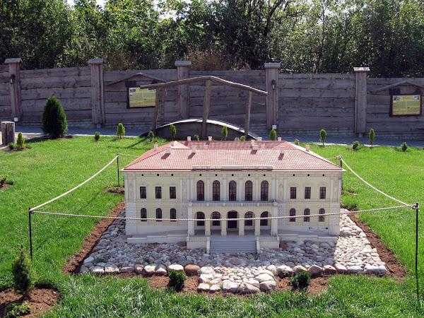 park zamków jurajskich - pałac pilica