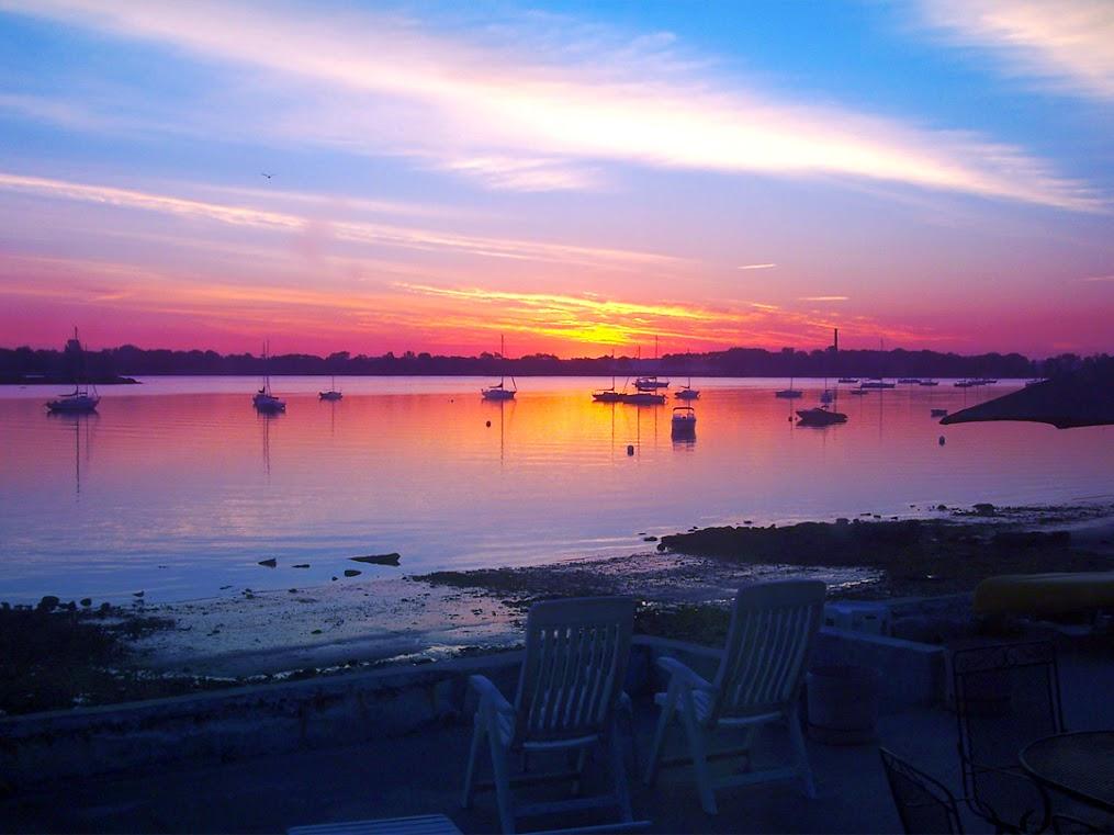 https://lh4.googleusercontent.com/-e8hYz9pXyvA/UWS_wNjiZFI/AAAAAAAABks/WXt2AVvNq9k/s1015/mooring-beach-sunset.jpg