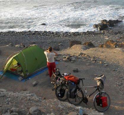 Zelten am Atlantik-Strand, westlich von Maspalomas, Gran Canaria: Breiten-/Längengrad: +27° 45' 16.27, -15° 39' 2.30