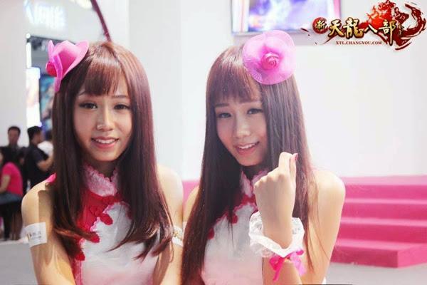 Ngắm showgirl tại gian hàng Tân Thiên Long Bát Bộ 1