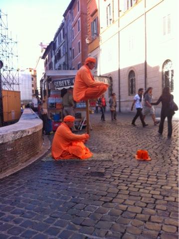 """Italialaisia """"munkkeja""""."""