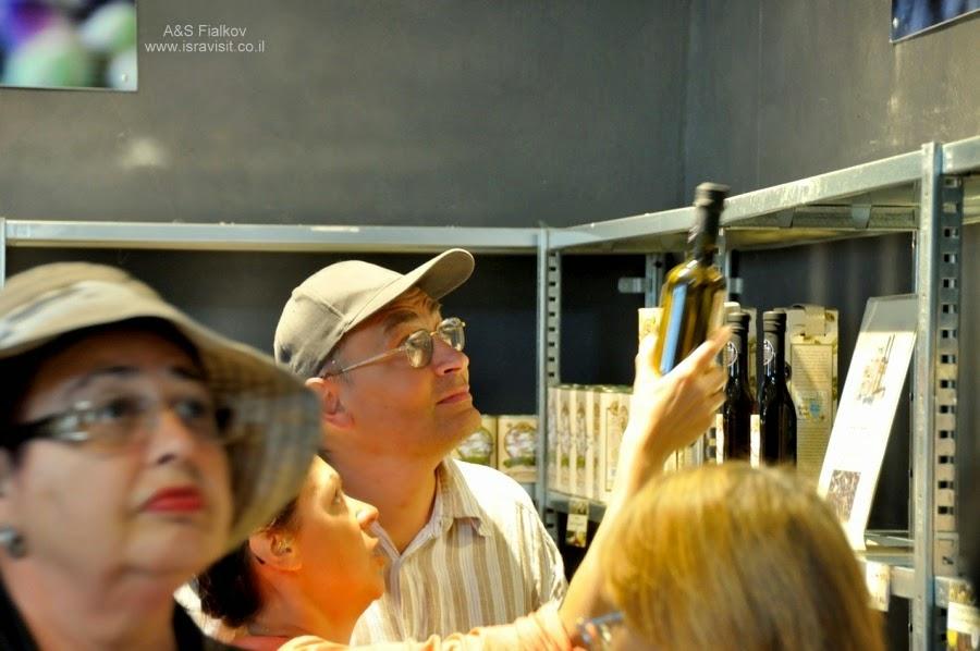 Завод оливкового масла и косметики. Кибуц Эйн Гев на Кинерете. Экскурсия по Голанским высотам. Гид в Израиле Светлана Фиалкова.