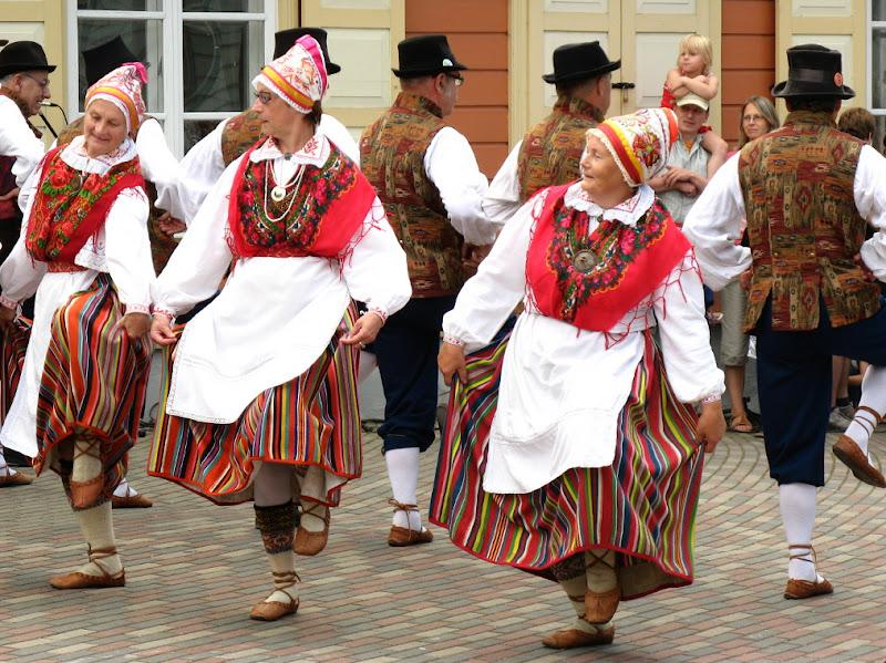 Haapsalu folk dancers