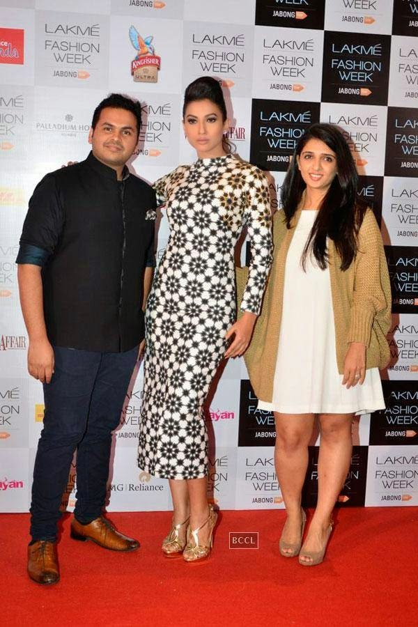 Gauhar Khan with fashion designers Sanam and Paras Modi during Lakme Fashion Week curtain-raiser, held in Mumbai, on July 28, 2014. (Pic: Viral Bhayani)