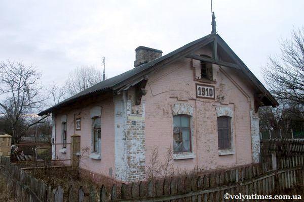 Будинок залізничника на перехресті вул. Набережної та Стрілецької Фото І.Шворака