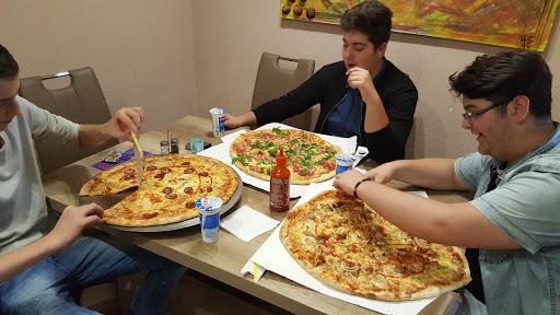 Happy Hut Pizzeria, Bahnhofstraße 51, 6300 Wörgl, Österreich, Pizzeria, state Tirol