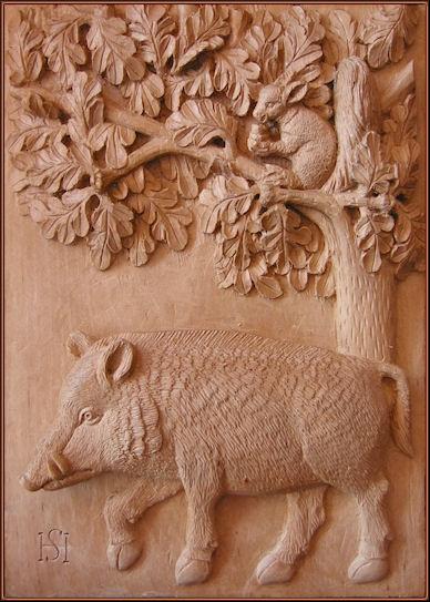 Ardilla y jabalí. Talla en madera