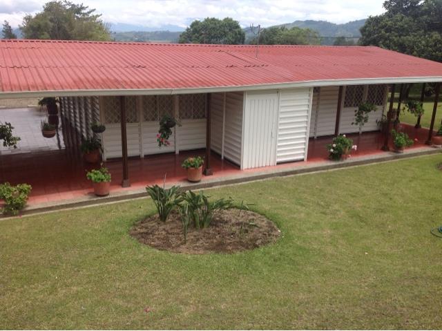 El blog de caisa casa campestre parcelacion monterrico for Casas con jardines exteriores