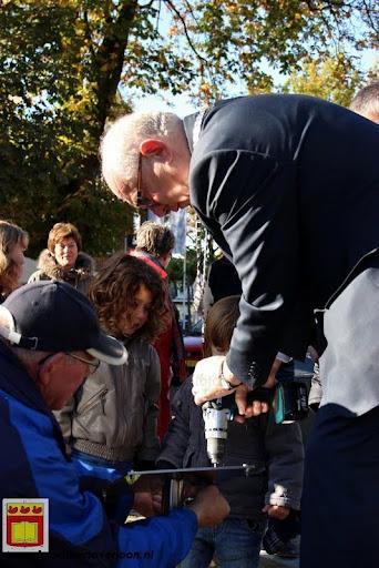 burgemeester plant lindeboom in overloon 27-10-2012 (27).JPG