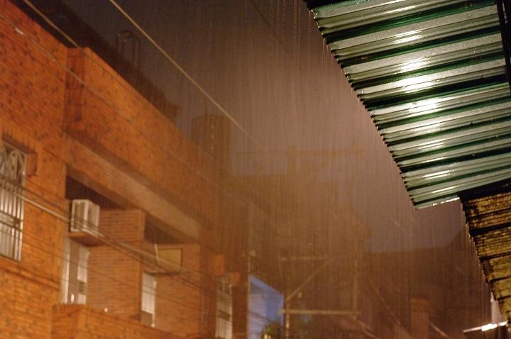 線條雨....