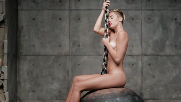 Miley Cyrus desnuda en el vídeo de Wrecking Ball