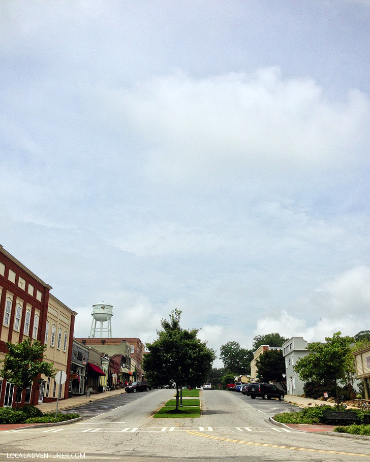 Senoia GA Walking Dead Tours of Woodbury.