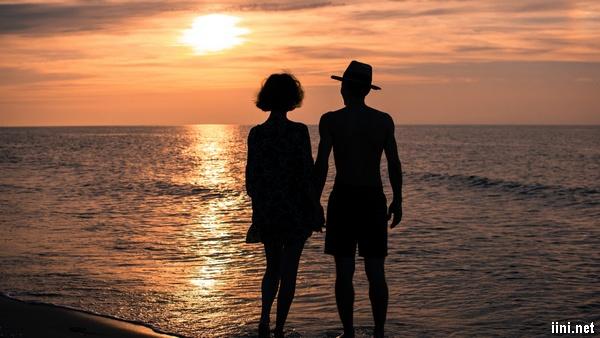ảnh tình yêu anh và em bên Biển rộng bao la
