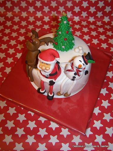 Taart met Kerstman, Sneeuwpop, Rendier en Kerstboom.jpg