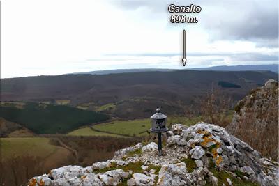 Atxabal visto desde la cima de Atxabal (Peñas de oro)