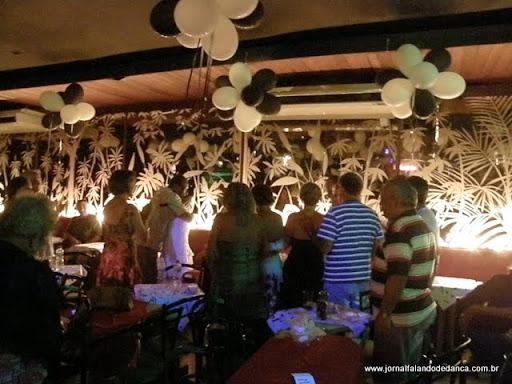 Domingos Dançantes by Glorinha, no Olympico Club, Copacabana, onde o JFD fotografou o aniversário da dançarina Lucy (de branco).
