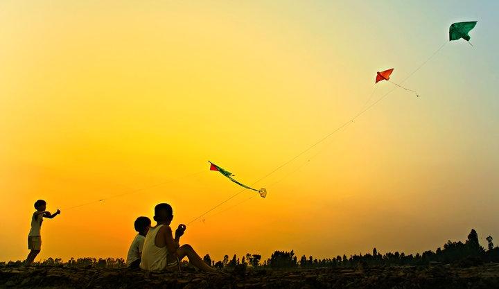 Vietnam children playing kites