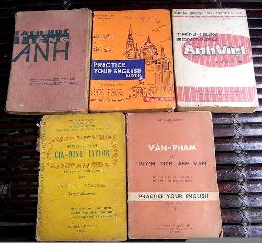 Sách giáo khoa tiểu học cũ - nơi lưu giữ từng trang ký ức DSCN2803