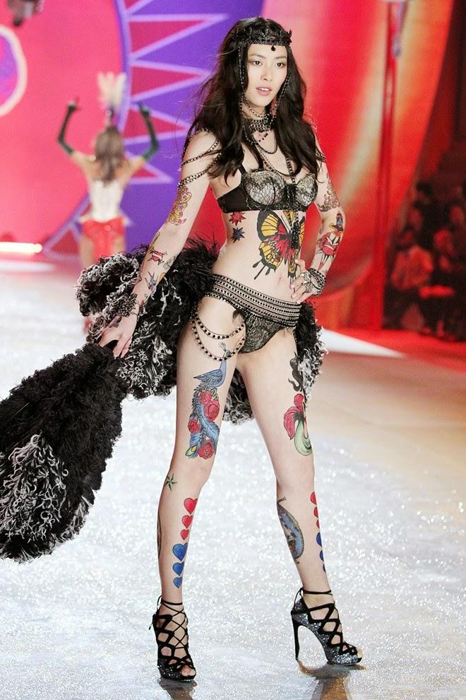 Những siêu mẫu châu Á đốt nóng sàn diễn Victoria's Secret