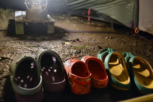何がなんでもキャンプだし 直火禁止のキャンプ場 青野原 スノーピーク ユニフレーム 焚火台 ファイアグリルラージ マグナ チャイナレプリカ バリ アマゾン