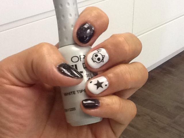 Black & White nail art with gel polish   Trick or Treat