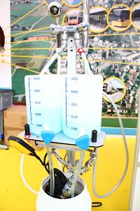 Demonstrationsbrunnen, an dem die Funkton der Wassersparer gezeigt wird