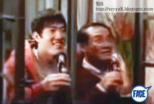 09年,袁劍偉與可口可樂合作拍攝新春廣告,當時男主角仲係跨欄王劉翔。