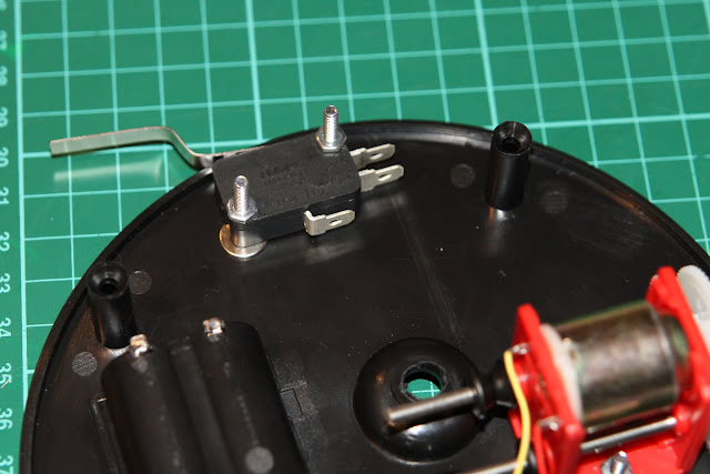 The microswitch which will be used to turn off the motor