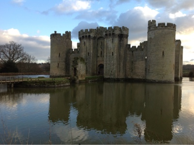 castle-lake-bodiam