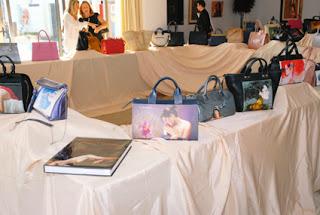 Exposición de bolsos de arte