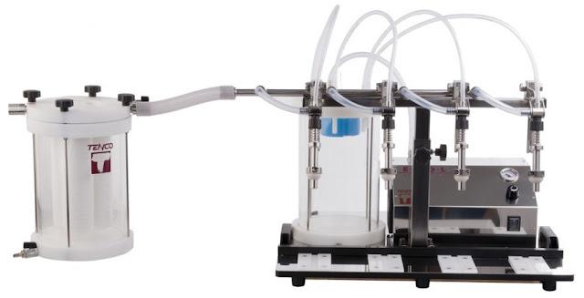 Συσκευή φιλτραρίσματος Tandem Professional συνδεμένη με το ηλεκτρικό γεμιστικό μηχάνημα Tenco Enolmaster, ιδανικό για επαγγελματίες παραγωγούς (επαγγελματική χρήση)