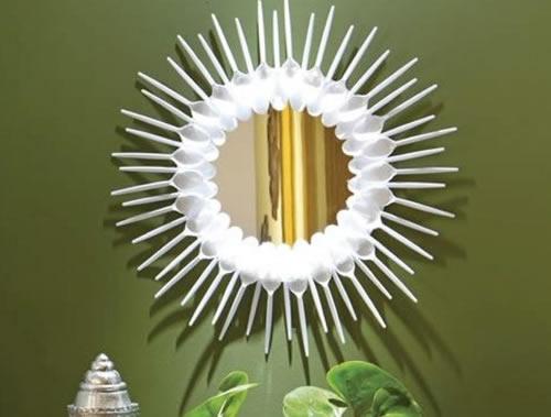 espelho com colheres branco