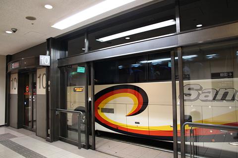 四国高速バス「さぬきエクスプレス神戸大阪号」 ・310 なんばOCAT到着