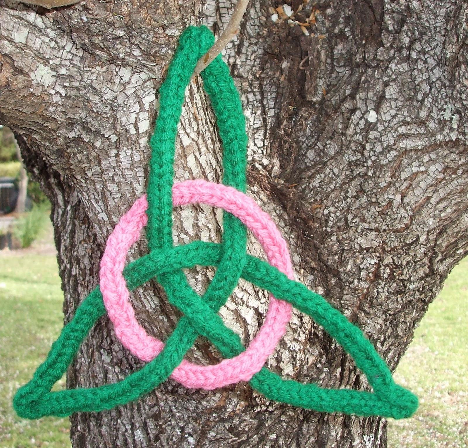 Celtic Trinity Knot Knitting Pattern : Crocheting in Georgia: Celtic Trinity Knot Hot Pad