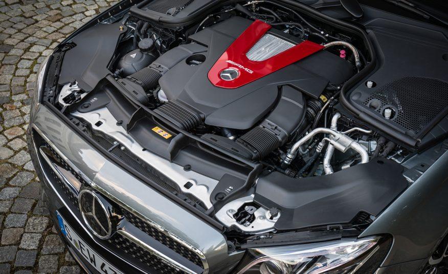 AMG E43 2017 sở hữu khối động cơ cực mạnh và...khá thừa so với thân hình của xe