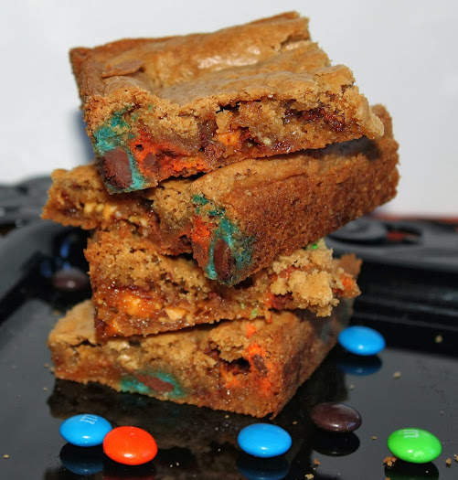 Chewy M&M and Snickers Blondie Recipe #shop #SpookyCelebration