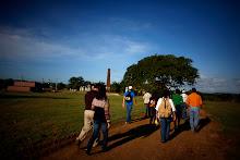 Un grupo de ciudadanos hace un recorrido por la Hacienda.