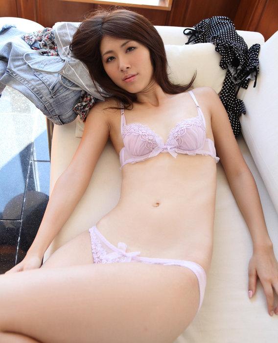 Naoko Uchiumi: Photos (Naoko Uchiumi, Uchiumi Naoko, 内海直子, うつみなおこ)