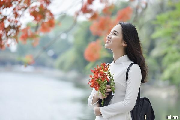 1001 bài thơ 5 chữ viết về Mùa Hạ, nỗi nhớ & tình yêu tuổi học trò
