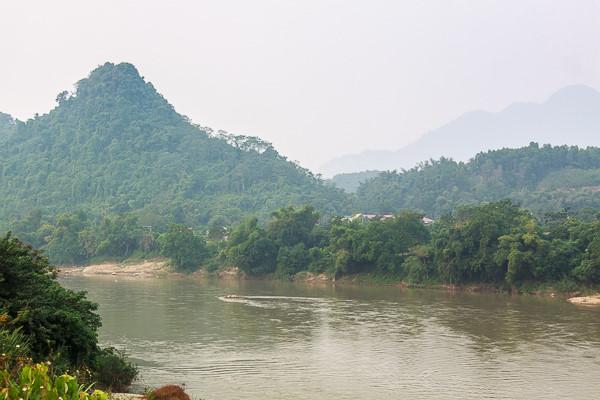 Dòng sông Lô êm đềm ở Phú Thọ