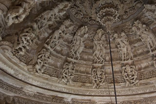 Interior de templo jainista de Jaisalmer