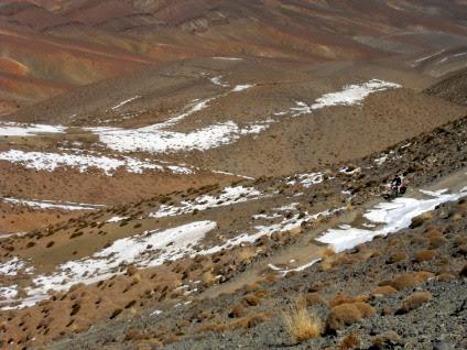 Blick Richtung Osten von der Pass-Höhe (2700 m) Tizi-n-Tirherhouzine, Tizi-n-Tirberbnuzine, Tizi-Tirherhozine oder Tizi-n-Uguent-Zegasaoun: von der Dades- in die Todra-Schlucht, Atlas-Gebirge, Marokko