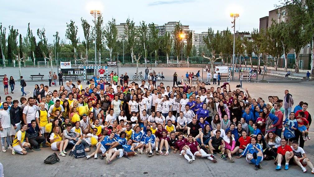Foto de grupo de la III Jornada Deportiva de Convivencia Cofrade