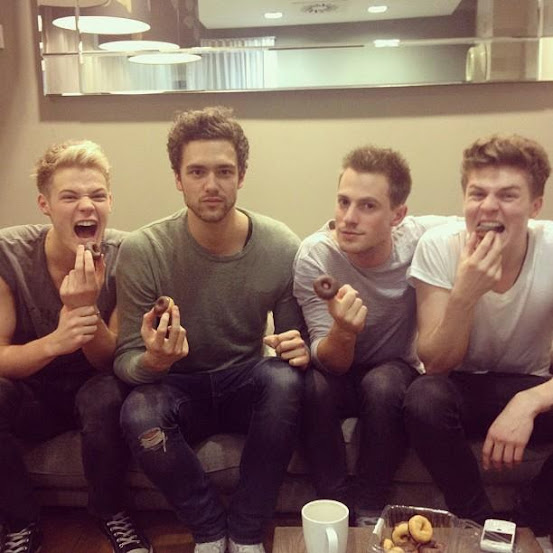 Lawson - Standing in the  spotlight 398221_10150858640249732_1136520935_n